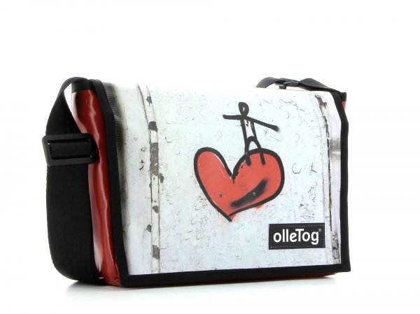 Messenger bag Eppan Kranzelstein heart, red, white, wall